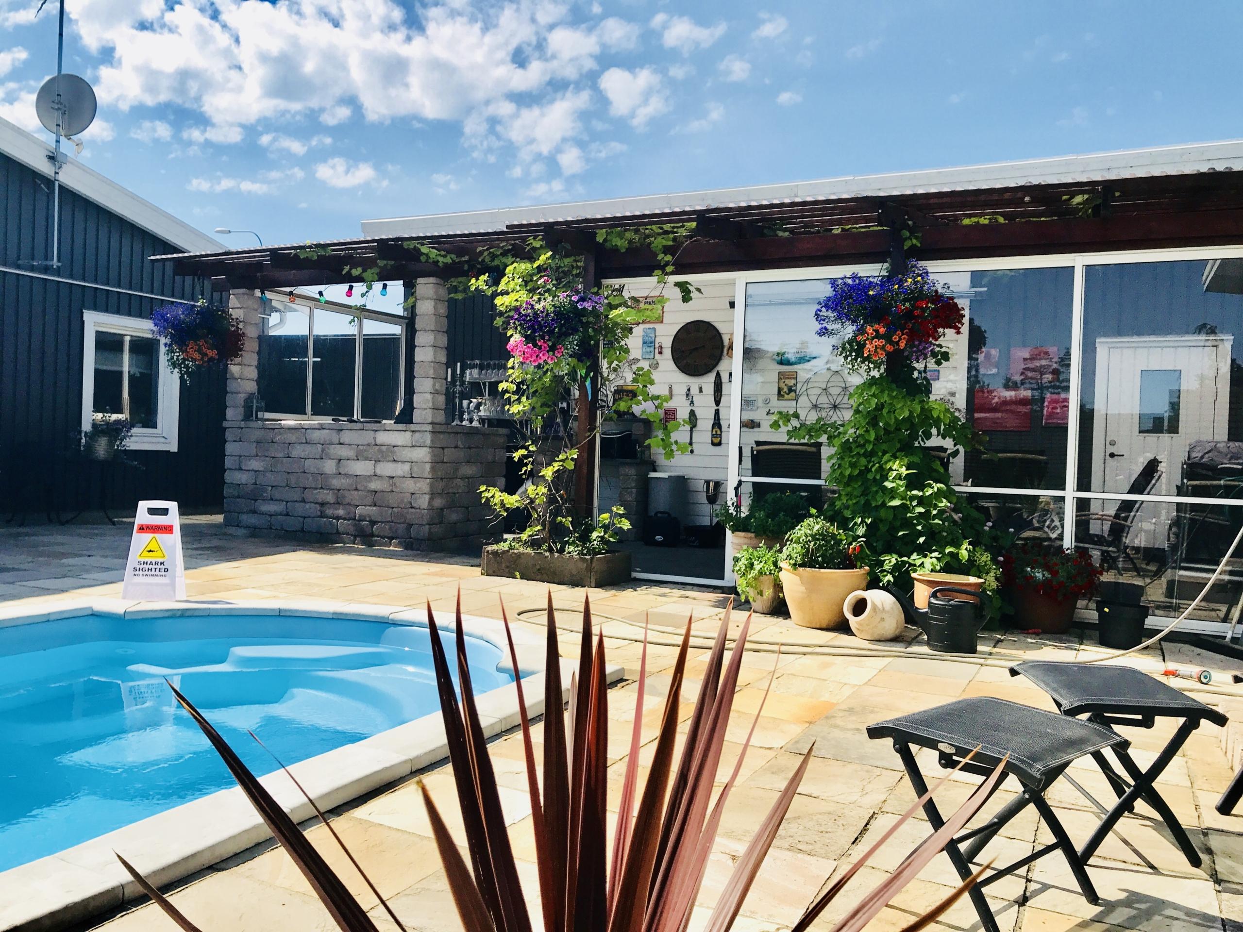 Pool & spa. Falk´s trädgårdsmiljö i Tanumshede