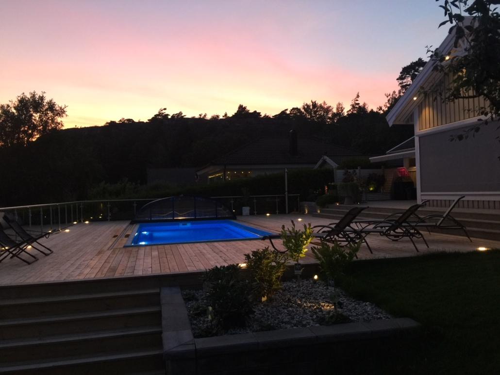 Härlig poolmiljö. Falk´s trädgårdsmiljö i Tanumshede
