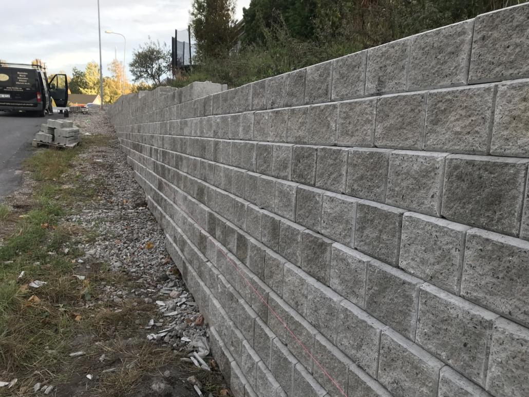 mur och mursten Falk´s trädgårdsmiljö i Tanumshede