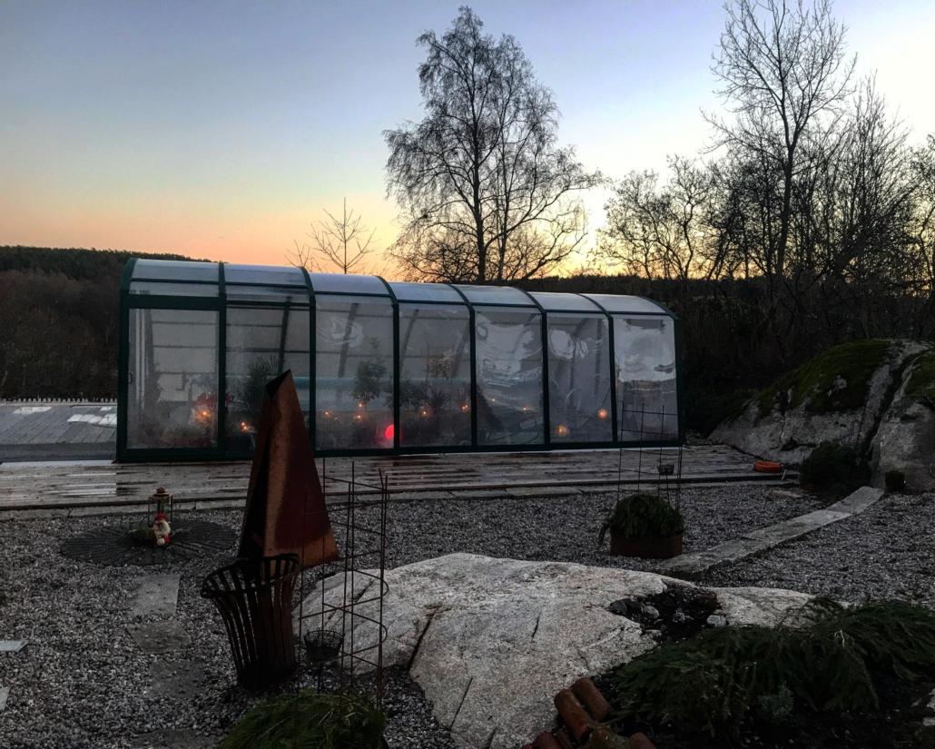 Utemiljö av Falk´s trädgårdsmiljö i Tanumshede